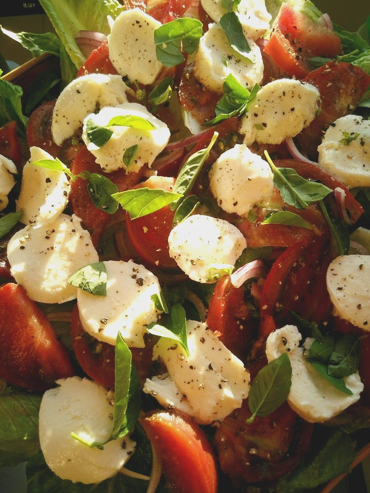 Fresh Basil, Heirloom Tomato & Mozzarella Fresca Salad